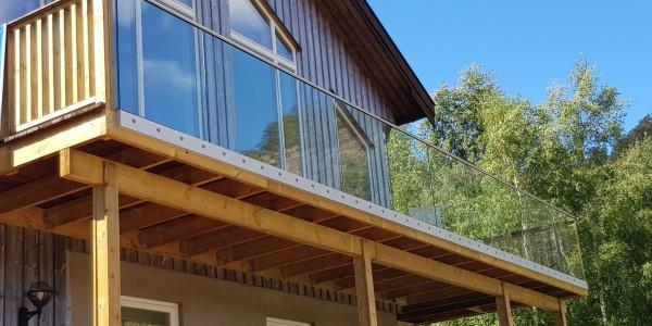 stolpefritt-glassrekkverk (18a)