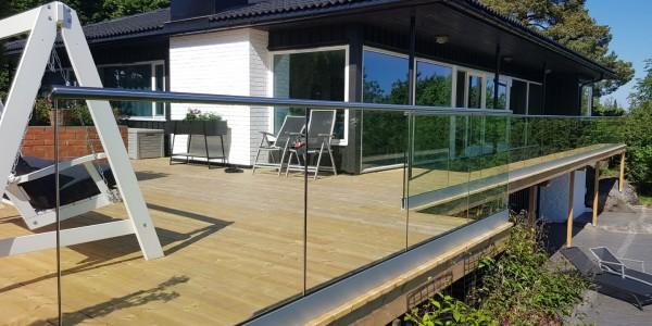 stolpefritt-glassrekkverk (18d)