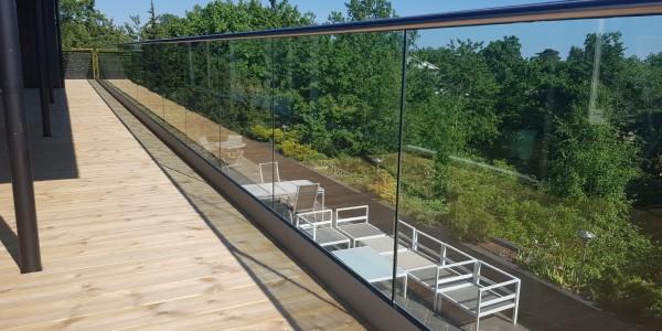 stolpefritt-glassrekkverk (18g)