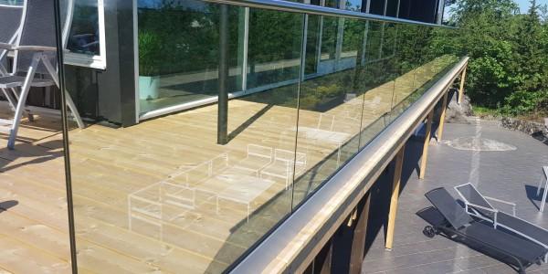 stolpefritt-glassrekkverk (18h)