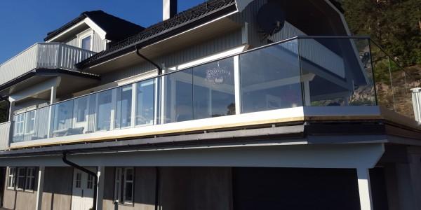 stolpefritt-glassrekkverk (40)