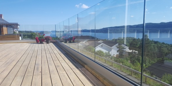 stolpefritt-glassrekkverk (51)